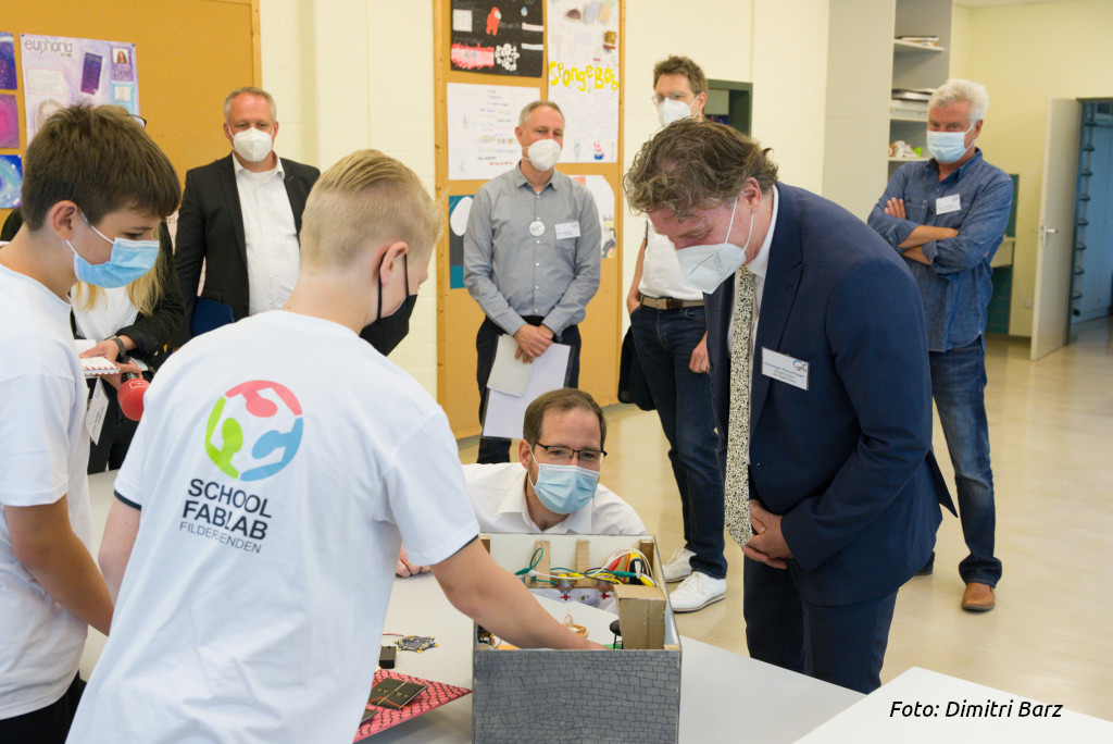 "Gymnasium Filder Benden eröffnet ""fabelhaftes digitales Labor"""